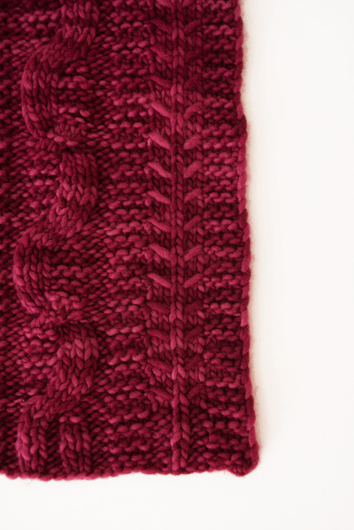 candy apple cable scarf detail